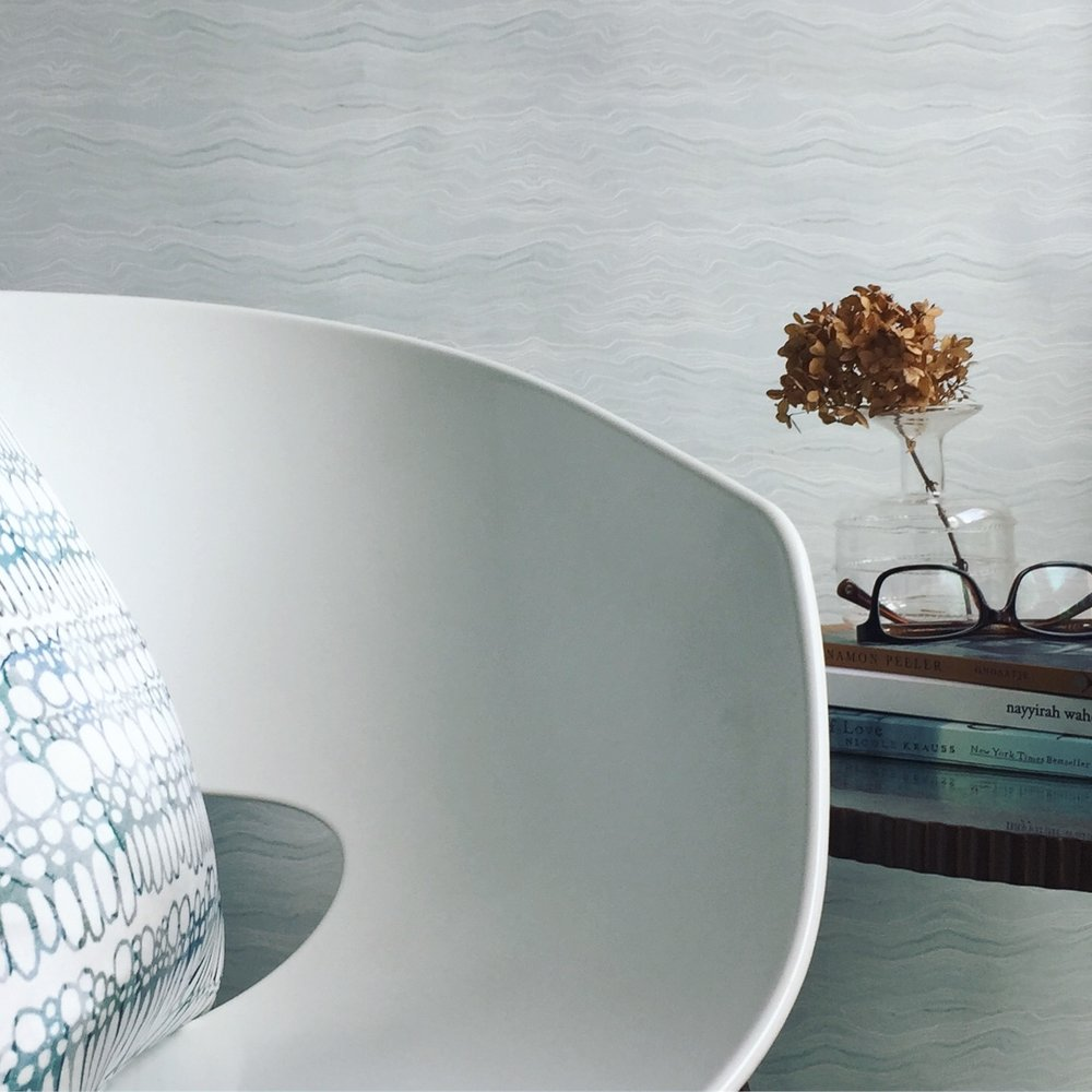 Ebb & Flow in Ocean  A harmonious backdrop that adds a touch of sophistication.