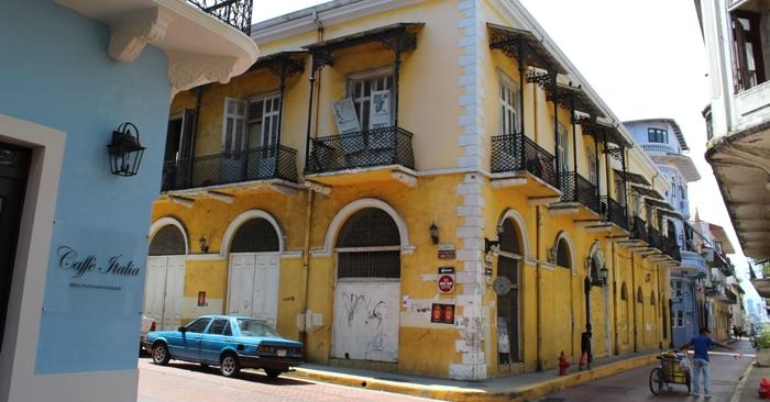 Street corner, Casco Viejo.