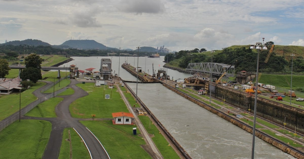 Entrance to the Miraflores Locks