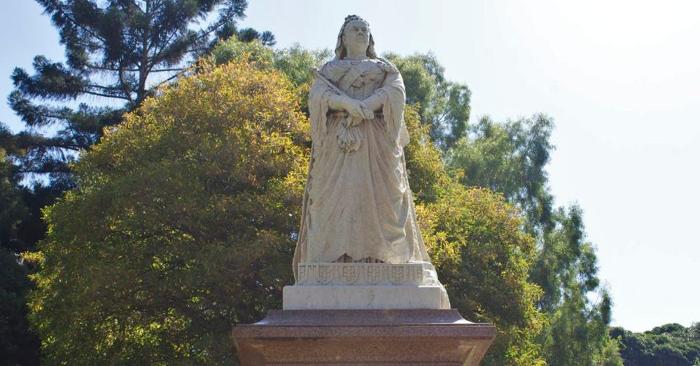 Queen Victoria is commemorated all over Australia, so we weren't surprised to see another statue of her at King's Park way out in Western Australia.