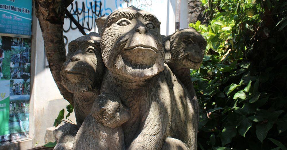 Family monkey statue.