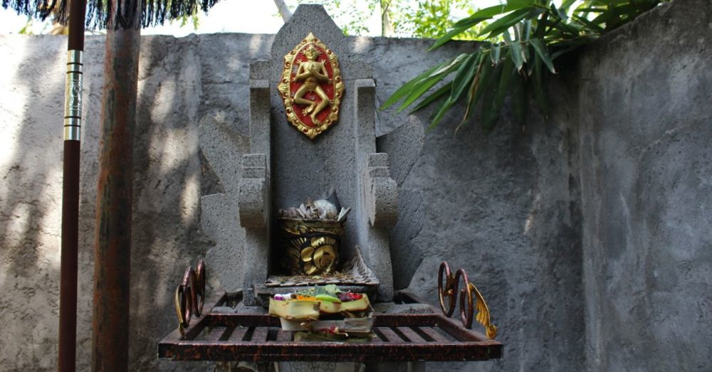Canang sari placed on a shrine (Padmasana) to Sanghyang Widi Wasa at a family temple.