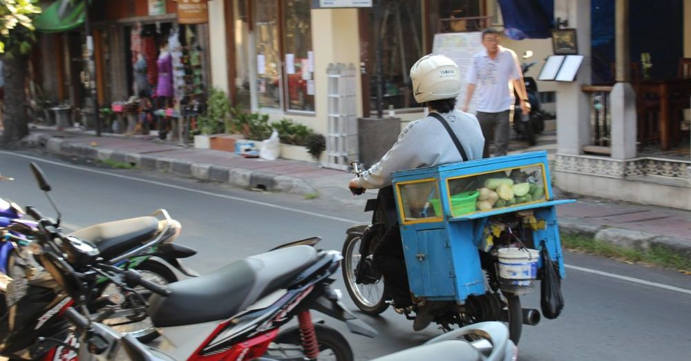 Restaurant on a motorbike.