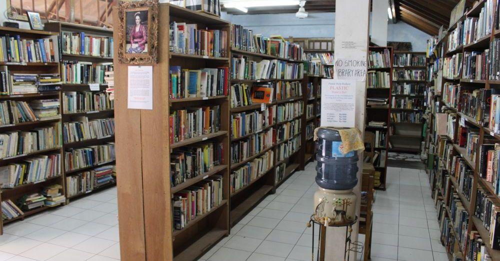 Pondok Pekak library