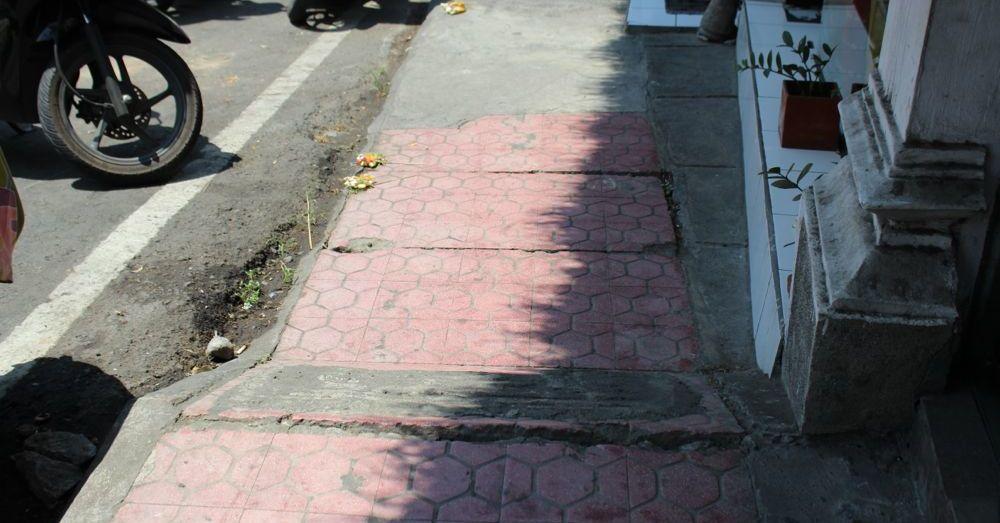 Dangerous Bali Sidewalk