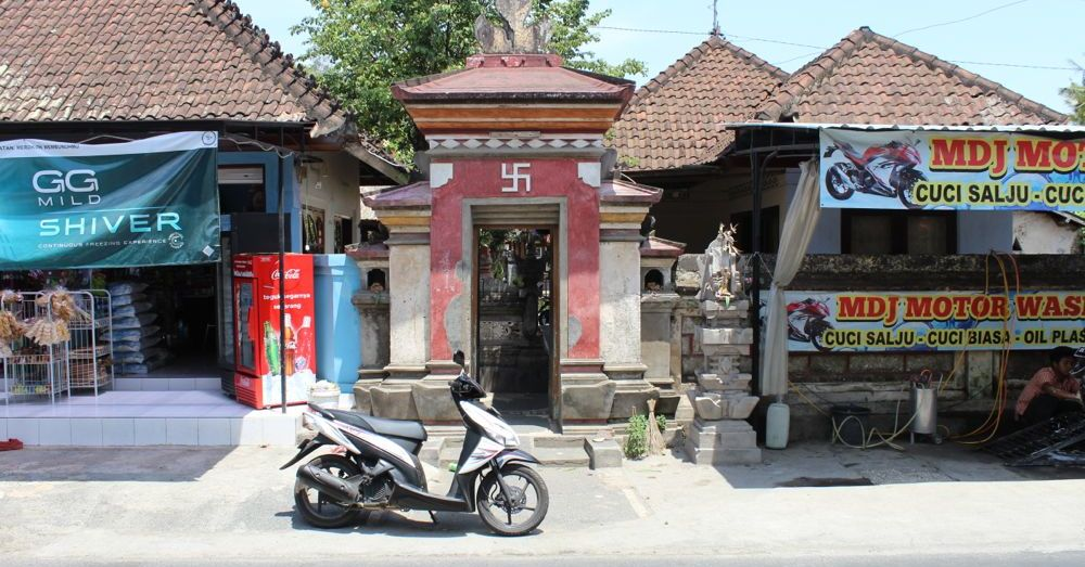 Warung - Temple - Warung