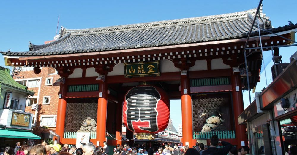 Kaminarimon, gateway to  Sensō-ji.