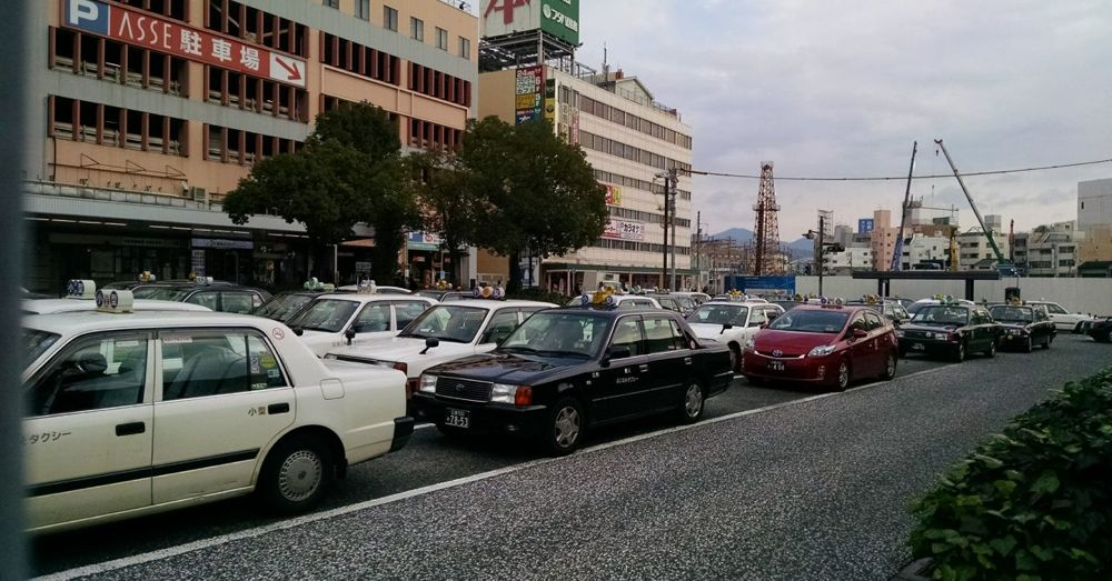 Yes, there are taxis in Hiroshima.