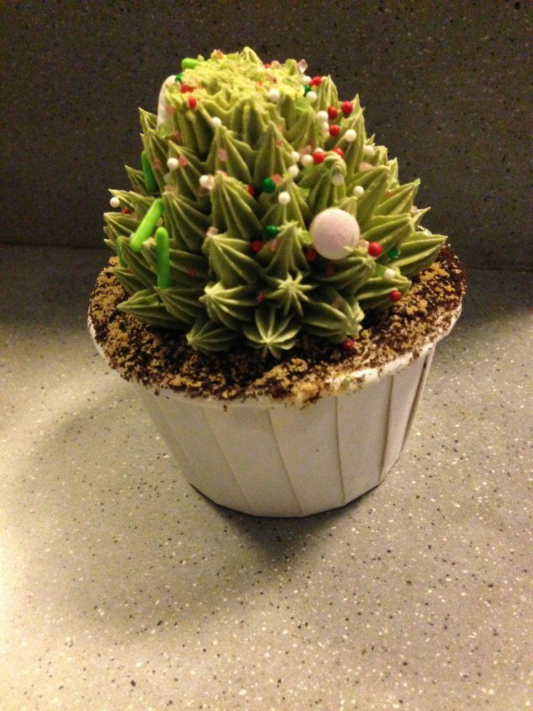 Christmas desert cupcake