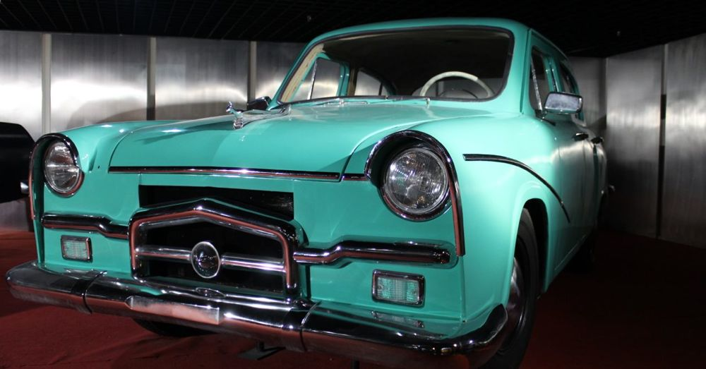 1959 Fenghuang (Phoenix) Sedan, the first medium-thigh-end sedan made in New China. Manufactured in the Shanghai Automotive Assembly Plant.