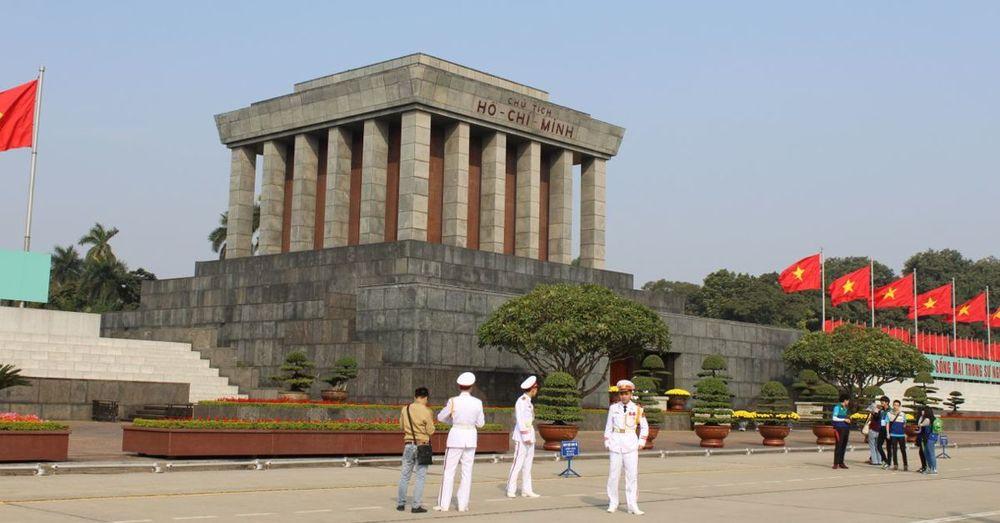 Ho-Chi-Minhs-Mausoleum.jpg