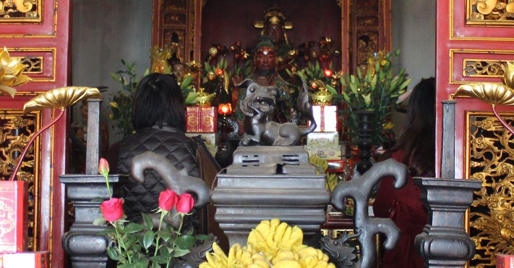 A peek inside Guan Yu's temple.