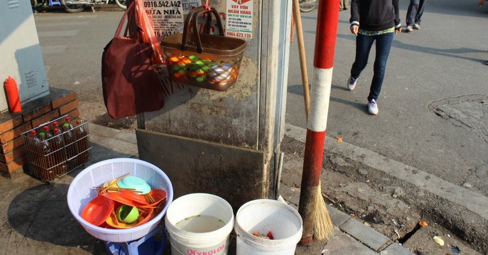 Street Vendor, Dishes
