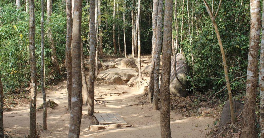 Trail to Kbal Spean.
