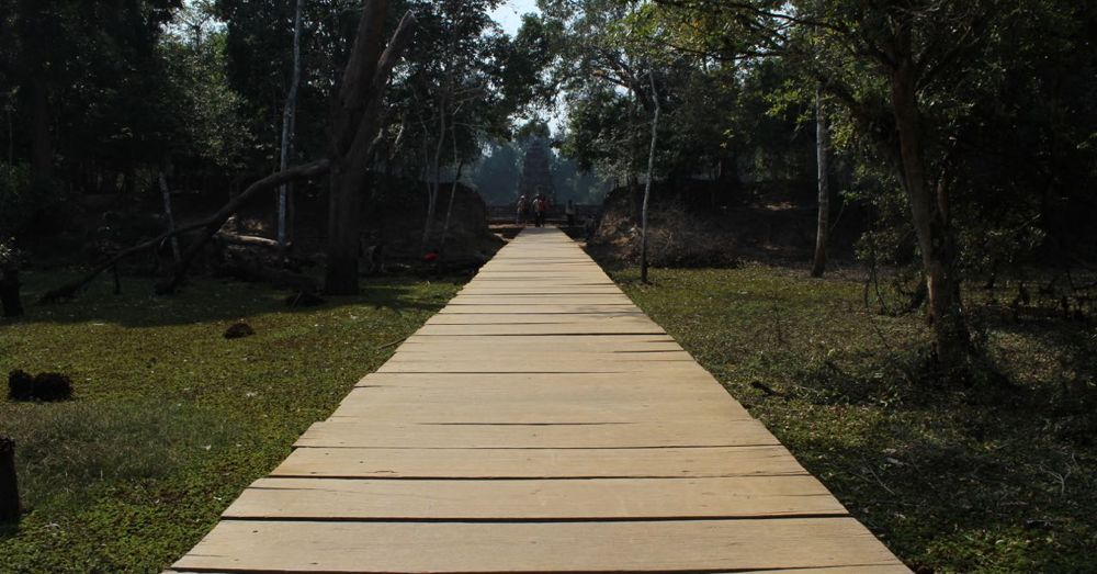 The bridge to Neak Pean.