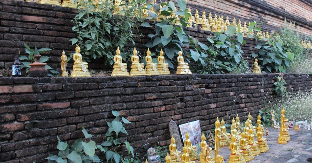 Golden Buddhas on Wat That Klang.