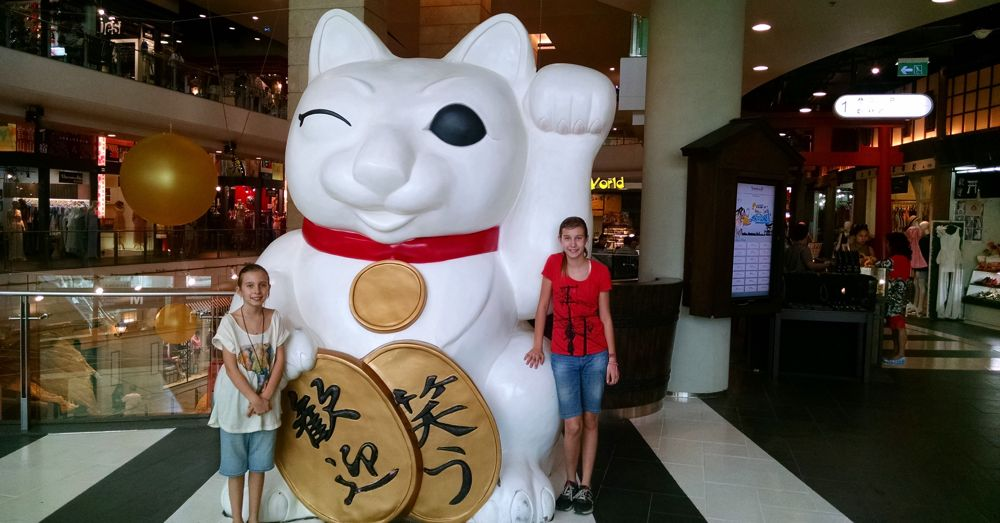 Giant Lucky Cat at Terminal 21.