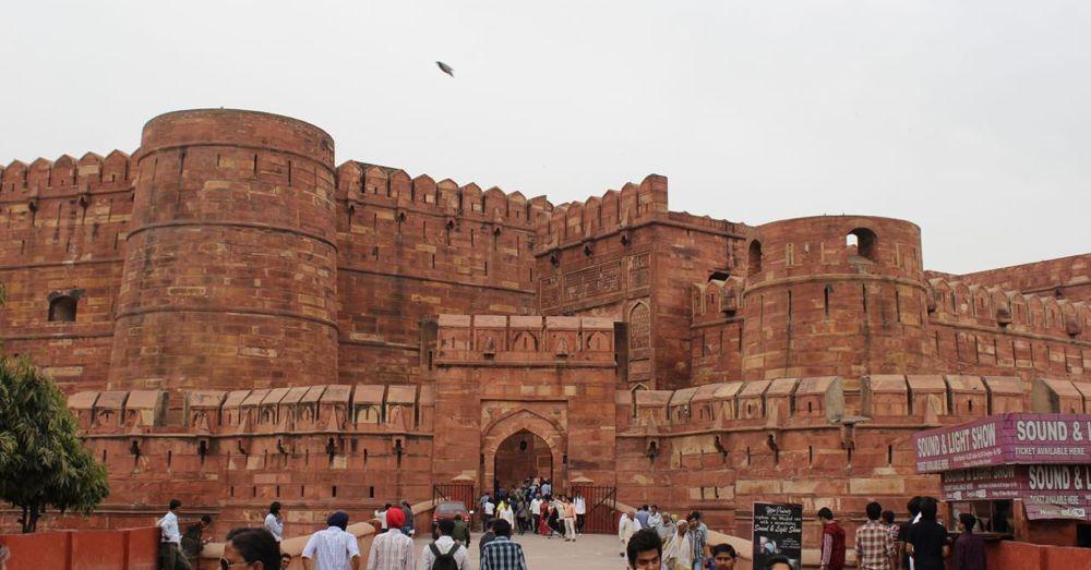 Akbari Gate into the Agra Fort.