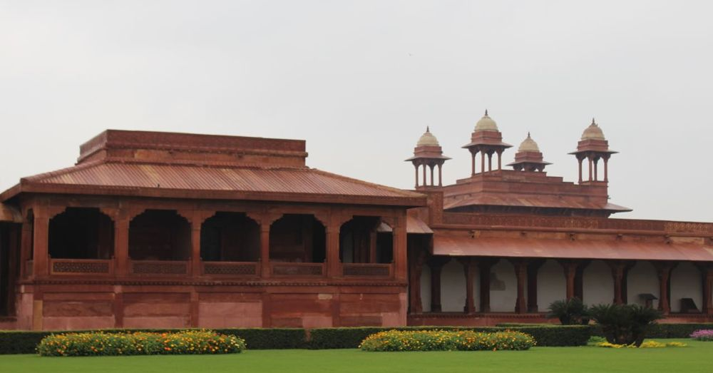 Castle and courtyard at Fatehpur Sikri.