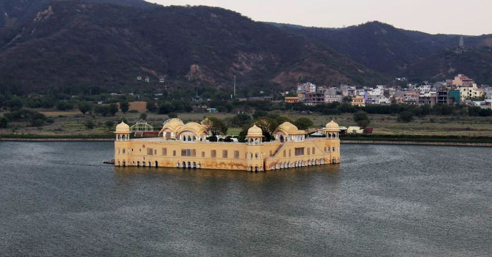 Jah Mahal, the floating castle, in Jaipur.