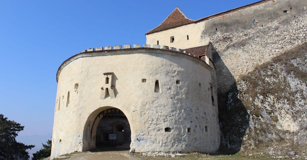 The defensible front gate of Rasnov fortress.