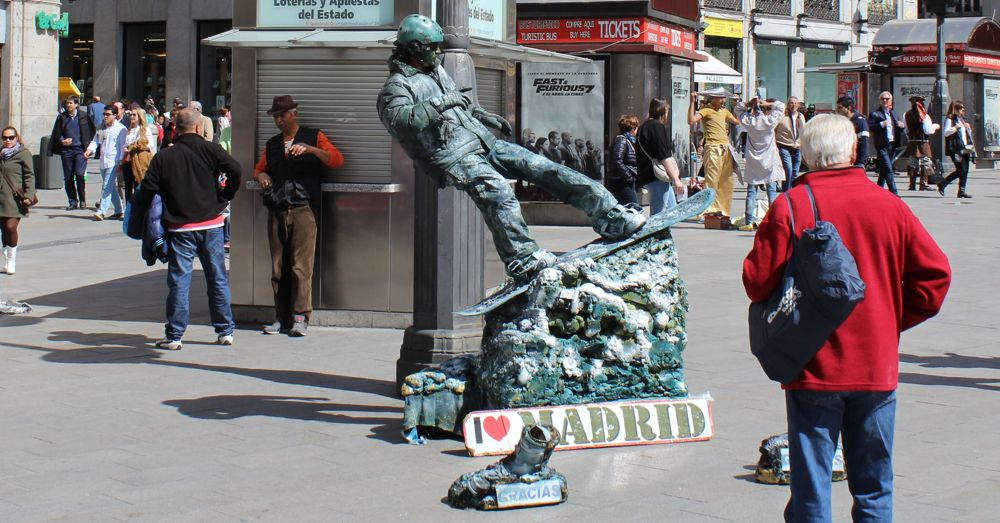 A bronze snowboarder in Madrid.