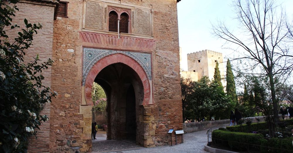 Puerta del Vino (with the Alcazaba in the background).