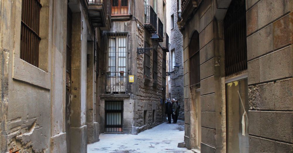 Street leading to the Ancient Synagogue of Barcelona.