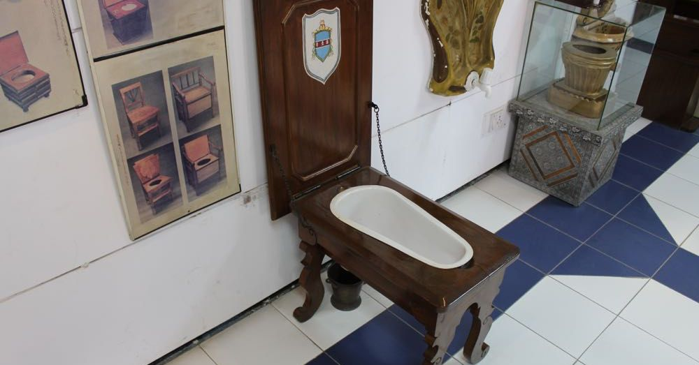 English Hunting Table Toilet