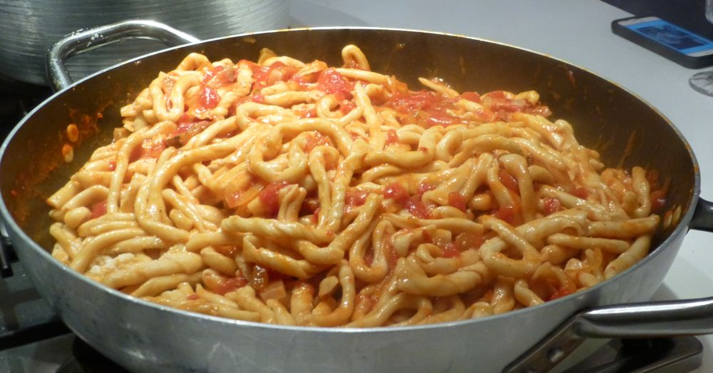 It's like the pasta was born in this sauce ...