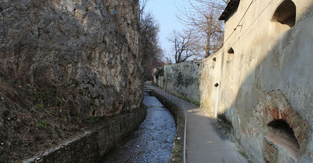 Dupa Ziduri Alley