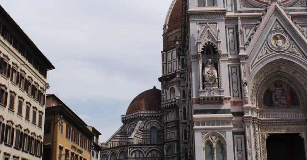 Gothic revival facade of the Firenze Cathedral.