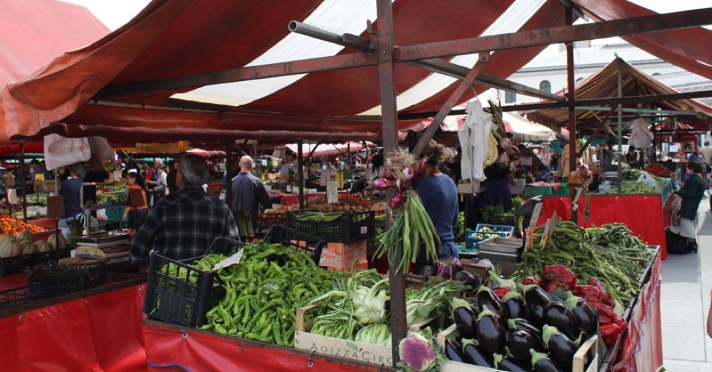 Yes, another city, another farmer's market.