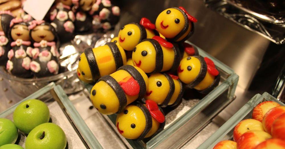 La Boqueria: Mazapan Bees!