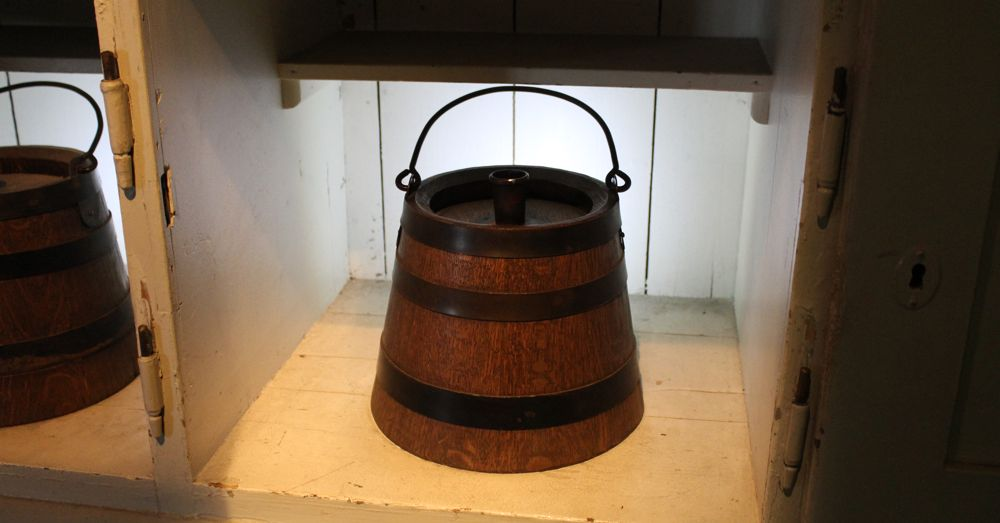 "Wroker's daily beer ration bucket. 4 ""pots"" (liters) until 1890, then reduced to 2 pots."
