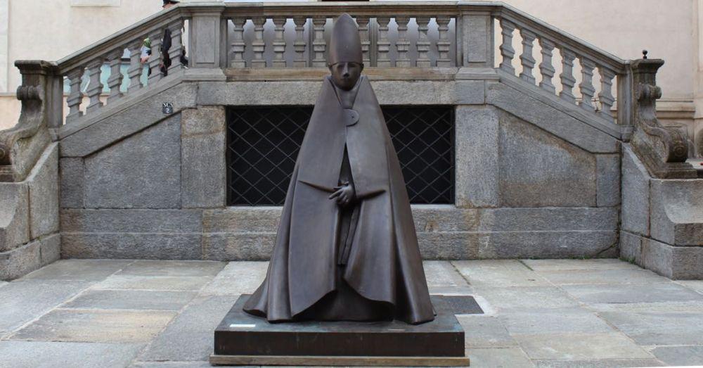 Grand Cardinale Seduto