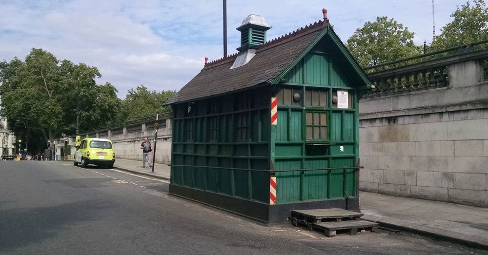 Cabman Shelter on Temple Place