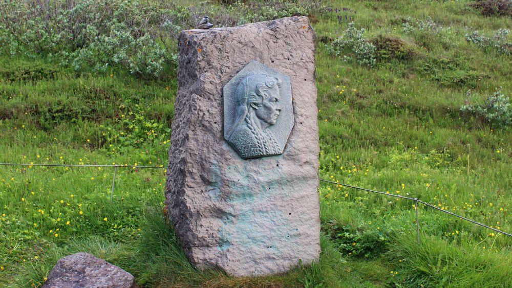 Monument to Sigridir Tomisdóttir