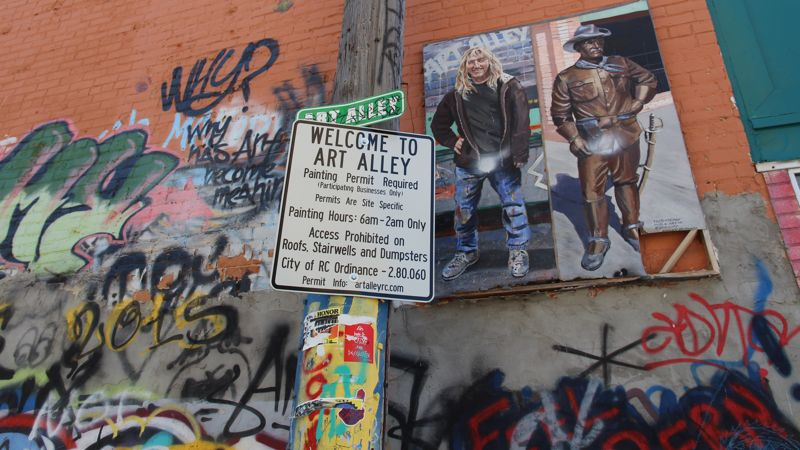 The entrance to Art Alley.