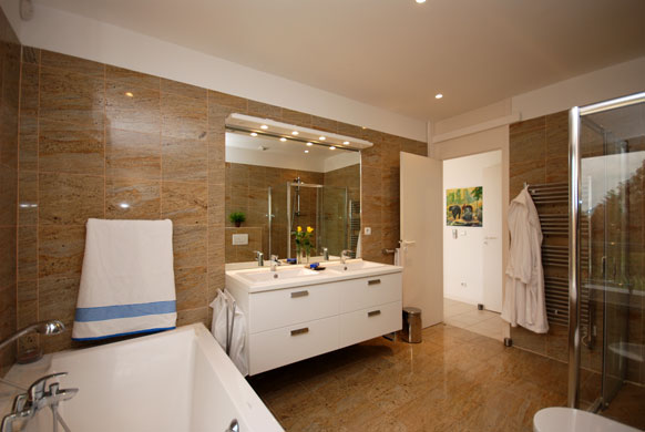 MAS-2-bathroom-4.jpg