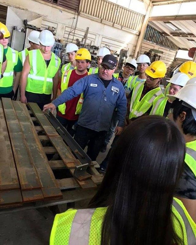 After learning from @kantenrussell from @newlineskateparks about the design of skateparks, students from @idea_center_hs and @echsvaqueros participated in a hands-on experience hosted by #EnnissInc and @vertiblock.sd!! Students worked side-by-side with industry professionals from NorthCountyGunite.com and @cemex where they constructed their own wood form skate ramp, applied Shot Crete, practiced finishing the #concrete and saw how metal coping is made!!! Students learned there are #CoolConstructionCareers!! Thanks to all the companies mentioned that made this possible!! @lakesidechamber & Lakeside Skatepark #concrete #jobs #GUHSD