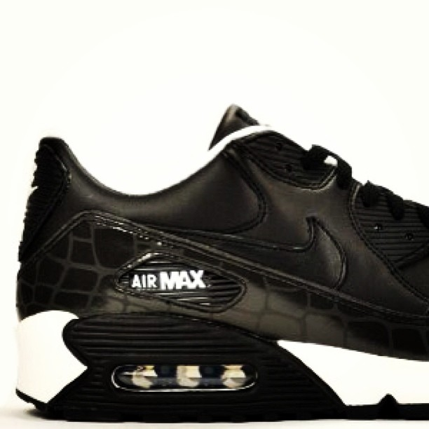 I'll be putting these @Nike Air Max 90 'Reflector Croc' UK8 / US9 up on HAWKANDHUNTER.com this week. Originally released in 2007  FOR SALE: £100 + postage  #nike #nikeair #nikeairmax #nikeairmax90 #max90 #am90 #ignikecommunity #igsneakercommunity #kicks #kicksonfire #kicksoftheday #sneakermarketplace #kicksforsale #kicks4sale #crookedtongues #crepecity #crepecheck #hawkandhunter #hanon #flightclub #atmos #3M #sneakerhead #sneakernews #modernnotoriety