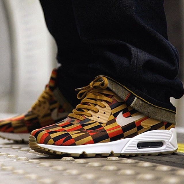 FOR SALE: @Nike x @roundellondon by London Underground Air Max 90 Jacquard Lux  Sizes available: UK8, 8.5 & 10 £230 plus shipping each  Available to buy now at HAWKANDHUNTER.com  #nike #nikeair #nikeairmax #roundel #roundellondon #nikeroundel #sneaker #sneakers #trainer #trainers #crepecity #crepcheck #igsneakercommunity #tier0 #ignikecommunity #flightclub #sneakeryeti #airmaxalways #etcstore #kicksonfire #footpatrol #wellgosh #sneakernews #modernnotoriety #hypebeast #hawkandhunter #jordan #gamma #gammablue