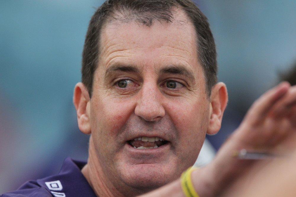 Touching from a distance. Ross Lyon in action.