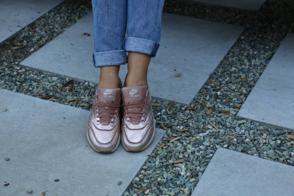 nike-rose-gold-airmax-sneakers-rainers-los-angeles.jpg