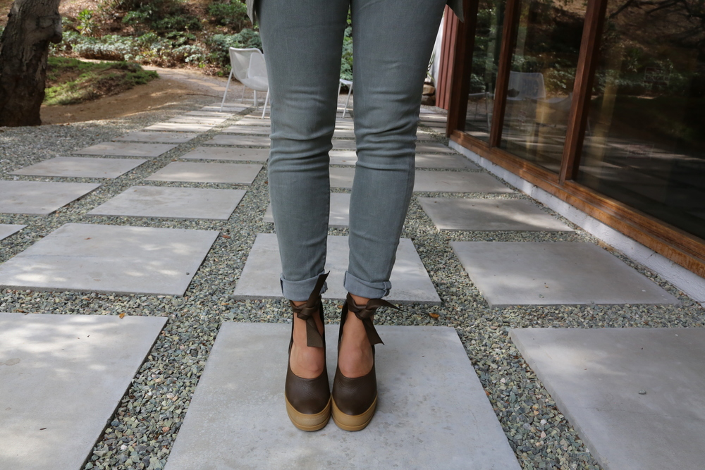 chloe-heels-leather-olive-green-jbrand-jeans-los-angeles.jpg
