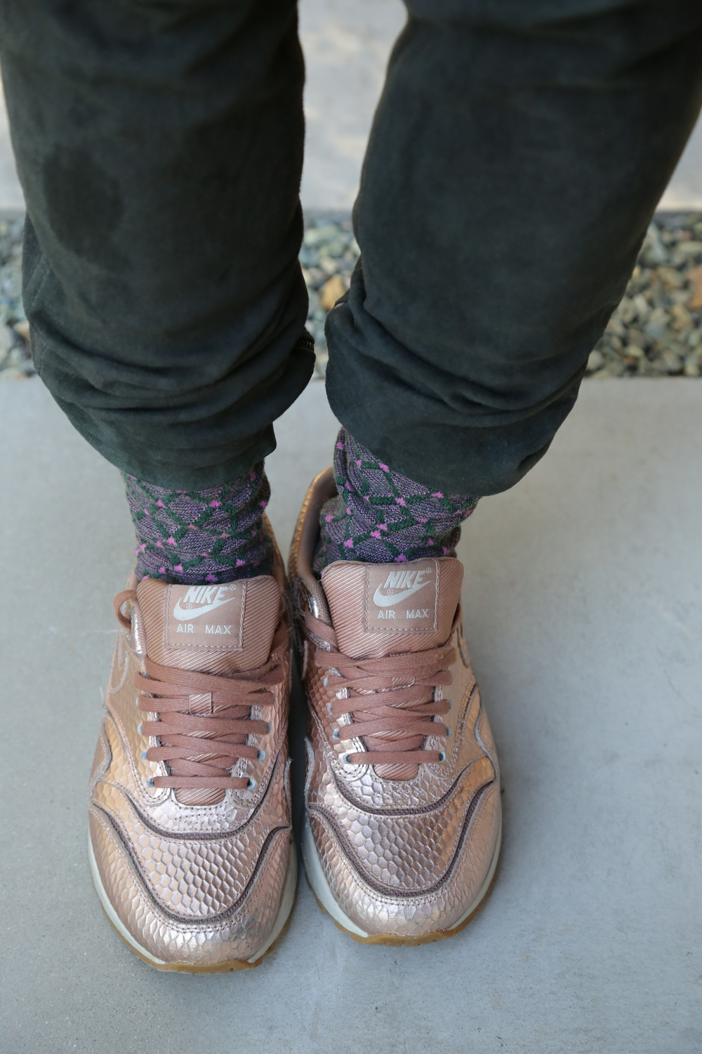 isabel-marant-green-suede-pants-nike-airmax-los-angeles.jpg
