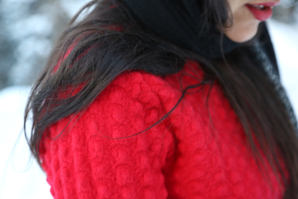RED-SWEATER-WINTER-HOLIDAY-COLORADO.JPG