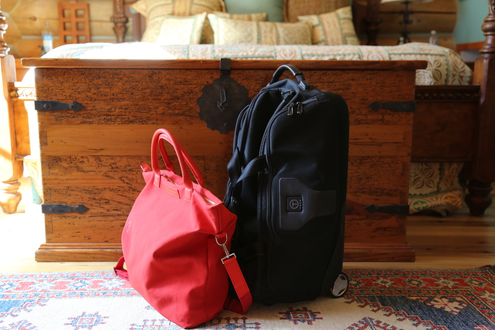 VANESSA-BELETIC-TRAVEL-MINIMAL-PACKING-TUMI-WANT-LES-ESSENTIELS.JPG