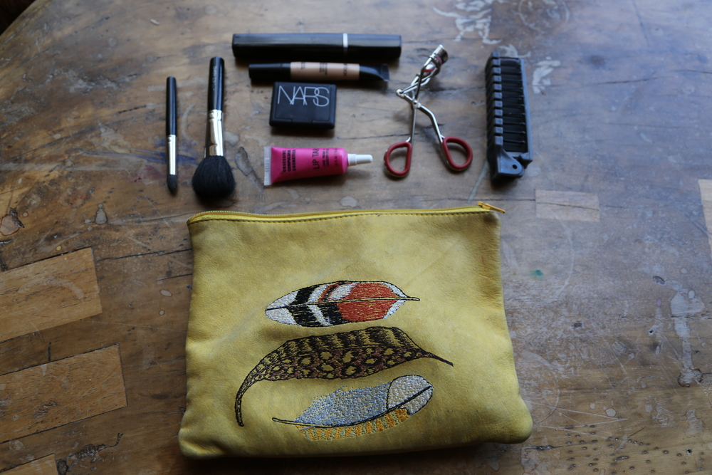 VANESSA-BELETIC-MINIMAL-PACKING-MAKEUP-BAG-KIT-CARRY-ON.JPG